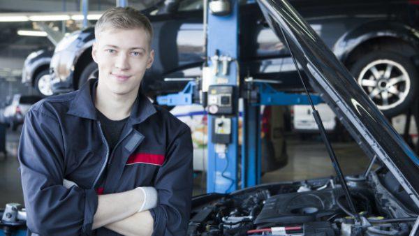 自動車整備士として外国人を雇用するには。新しくできた「特定技能」とは?